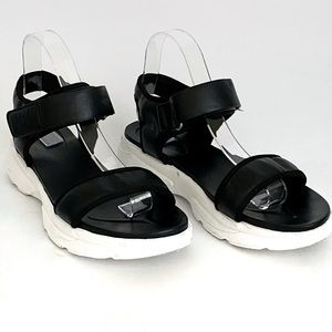 Rouge Helium Casual Sandals Size 10
